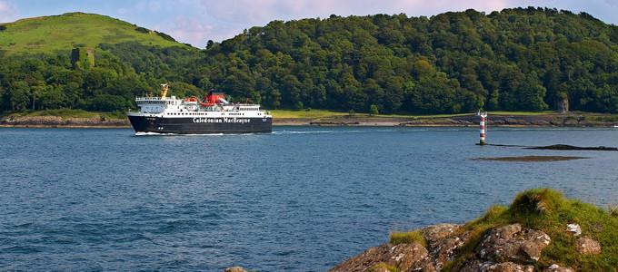 Es gibt ingesamt vier Fährstrecken von CalMac Ferries zur Insel Mull