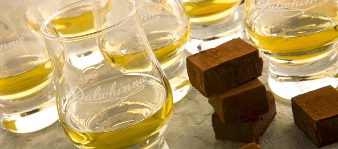 Die Dalwhinnie Distillery liegt nicht nur in den Highlands sondern ist auch die höchstgelegene Whiskybrennerei Schottlands