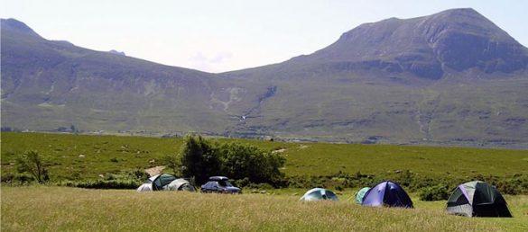 Der Badrallach Campingplatz liegt malerisch an den Ufern des Little Loch Broom