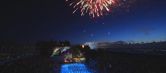 Das Royal Edinburgh Military Tattoo ist wohl eine der spektakulärsten Veranstaltungen in der schottischen Hauptstadt