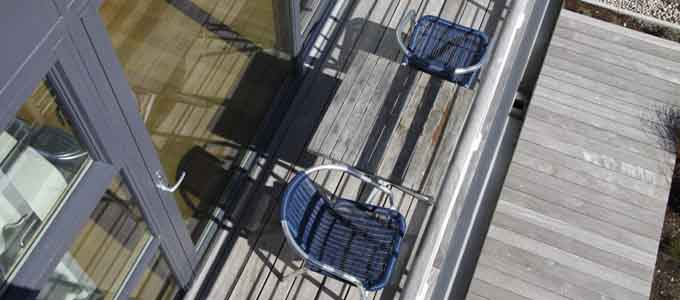Von der modernen Ferienanlage Portavadie genießen die Gäste den Ausblick auf Motoryachten und Segelschiffe