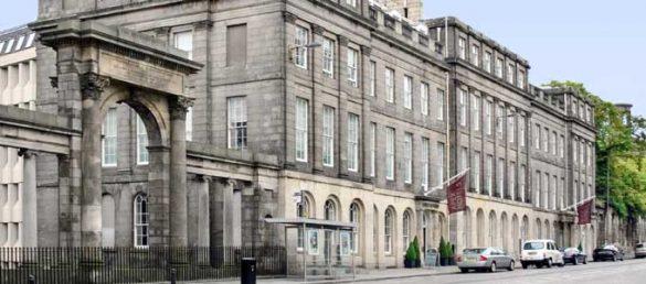 Das 4-Sterne Apex Waterloo Place Hotel liegt am östlichen Ende der Princes Street in Edinburgh