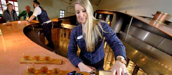 Die neue einzigartige Whisky-Bar in der Blair Athol Distillery wurde in einem ehemaligen Kupferbottich eingerichtet