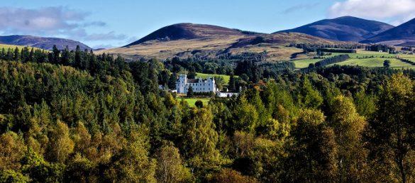 Blair Castle nahe Pitlochry in der Grafschaft Perthshire gehört dem Duke of Atholl mit einer einzigartigen Privatarmee
