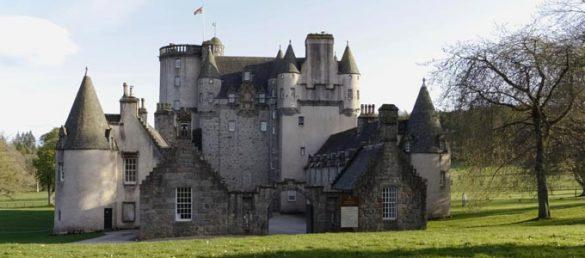 Die Ursprünge von Castle Fraser Garden and Estate bei Inverurie gehen bis ins 15. Jahrhundert zurück