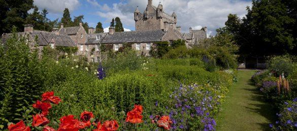 Das imposante Schloss Cawdor Castle bei Nairn stammt aus dem 14. Jahrhundert und ist bekannt aus Shakespeares Tragödie »MacBeth«