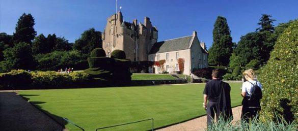 Das märchenhafte Crathes Castle gehört wie viele andere Burgen und Schlösser in Aberdeenshire zum National Trust for Scotland