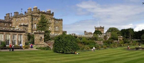 Culzean Castle ist ein romantisches Schloss in South Ayrshire umgeben von einer weitläufigen Country Park und steil abfallenden Felsen über dem Meer