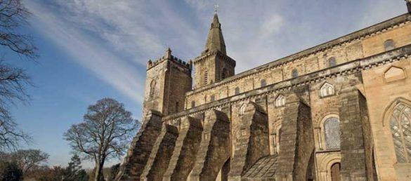 Dunfermline Abbey and Palace war einst der stolze Sitz der schottischen Hauptstadt auf der Nordseite des Firth of Forth