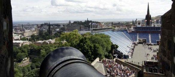 Der Edinburgher Kanonenschuss wird von der »One o'clock Gun« vom Castle abgefeuert