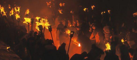Das Feuerfestival der Wikinger »Up Helly Aa« findet immer am letzten Dienstag im Januar auf den Shetland Inseln statt