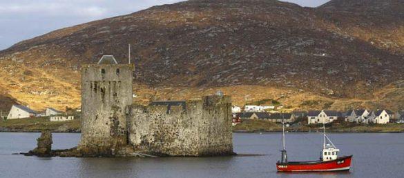 Die noch erhaltene Burg Kisimul Castle vor der Insel Barra zählt zu den wichtigsten Sehenswürdigkeiten der Äußeren Hebriden