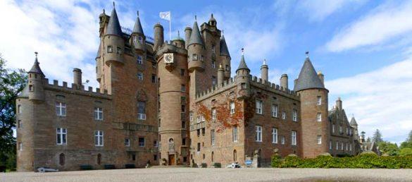Der hochherrschaftliche Palast Glamis Castle bei Perth verfügt über zahlreiche königliche Verbindungen