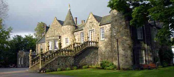 Das Meldrum House Country Hotel in Oldmeldrum liegt unweit von Aberdeen Airport und bietet einen eigenen 18-Loch Golfplatz