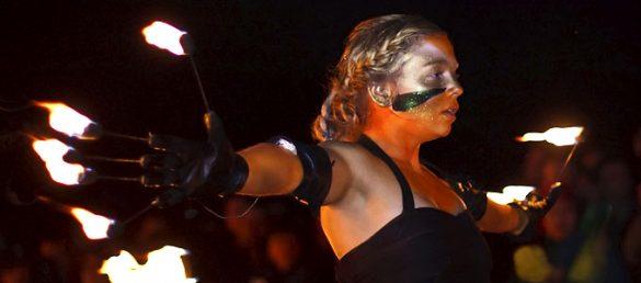 Mit Feuer und Tanz feiert Edinburgh auf dem Calton Hill in den Mai hinein