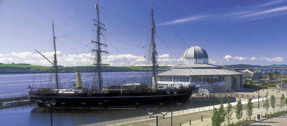 Das Museumsschiff »RSS Discovery« von Schottlands Polarforscher Scott liegt im Hafen von Dundee vor Anker