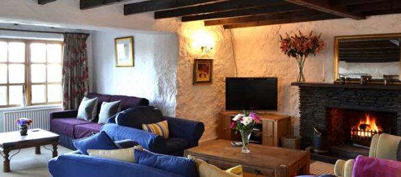 Vom Old Smithy Cottage neben dem Airds Hotel in Port Appin genießt man großartige Ausblicke über Loch Linnhe
