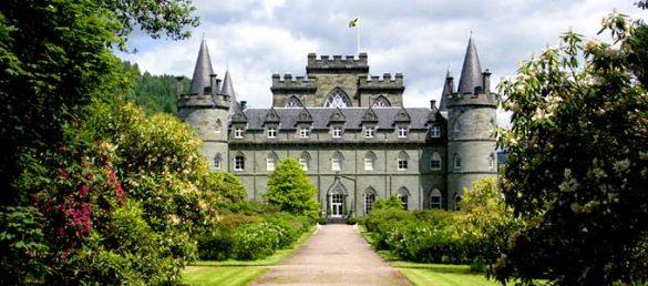 Bei einem anderen Tagesausflug von Rabbie's Tours ab Edinburgh sehen die Gäste die Schlösser und Seen der West Highlands