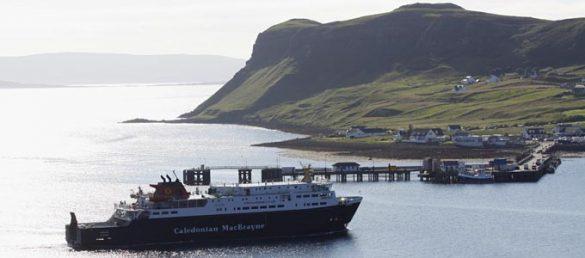 Die schottische Reederei Caledonian MacBrayne hat zum Winterfahrplan 2013/14 die Route von Mallaig nach Lochboisdale auf den Äußeren Hebriden neu aufgenommen
