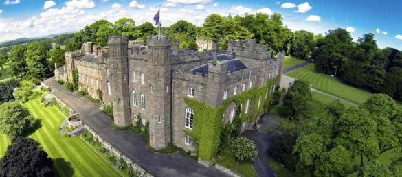 Scone Palace in Perthshire nimmt eine ganz wichtige Rolle in der schottischen Historie ein