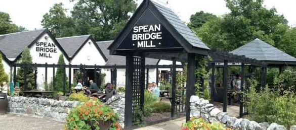 Die Spean Bridge Mill im Great Glen bietet neben einem Clan Tartan Centre auch einen Whiskyshop und eine hauseigene Caféteria