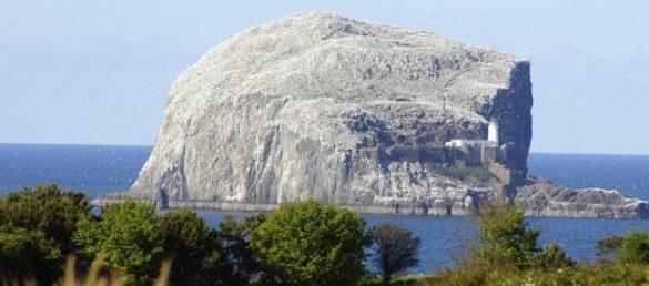 Vom Tantallon Caravan Park in East Lothian hat man einen wunderschönen Ausblick auf den einzigartig weißen Bass Rock