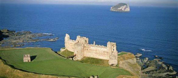 Tantallon Castle bei North Berwick ist eine beeindruckende Burgruine an der Südküste des Firth of Forth