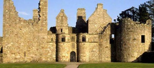 Tolquhon Castle ist nur eine der vielen historischen Burgen auf dem Castle Trail von Aberdeenshire