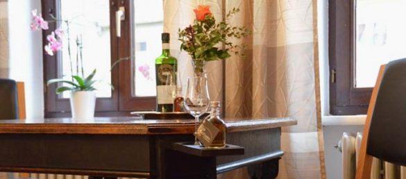 Einzigartige Whisky-Flat Ferienwohnungen findet der Besucher in Detmold am Rande des Teutoburger Waldes