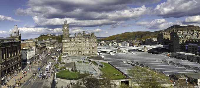 Der SchottlandBerater bietet ein Gewinnspiel für die Vorweihnachtszeit mit 100 e-Books Edinburgh an