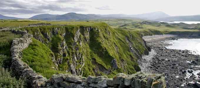 Die North Coast 500 mit dem Wohnmobil zu fahren ermöglicht die Faszination der Berge und Täler der nördlichen Highlands sehr hautnah und intensiv zu erleben