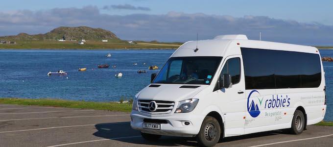 Rabbie's bietet eine preisgekrönte 5-Tage Tour zu den Inseln Mull und Iona sowie der Isle of Skye an