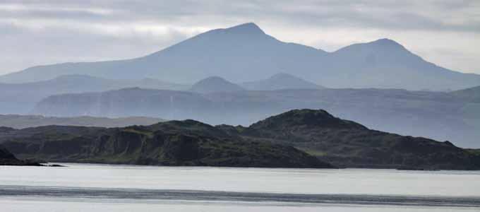 Der Roman Todesströmung von Gordon Tyrie ist ein spannender schottischer Thriller