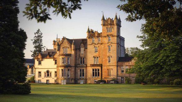 Cameron House on Loch Lomond stellt ein luxuriöses Herrenhaus am See dar